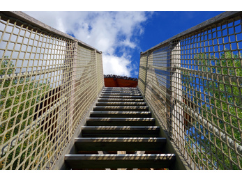 Filets pour balustrades filets corderie smits henin - Filet protection escalier ...